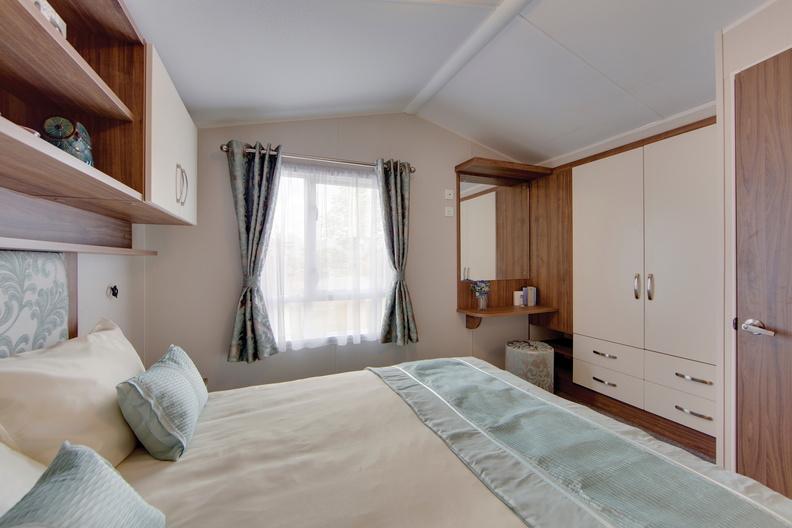 2018-Willerby-Avonmore-Master-Bedroom-Vanity-Area