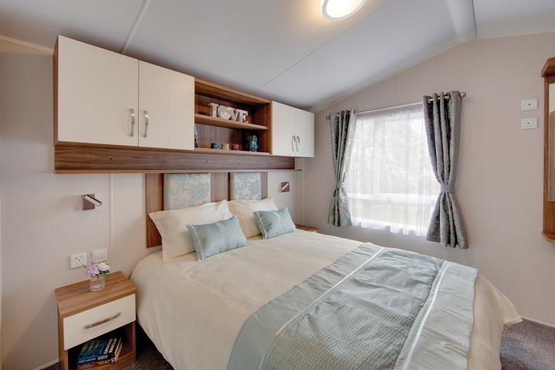 2018-Willerby-Avonmore-Master-Bedroom