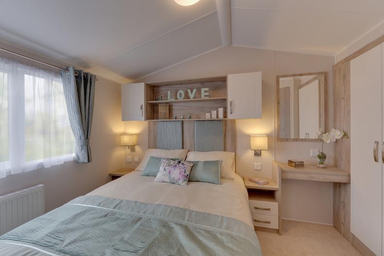 2018-Willerby-Skye-Master-Bedroom-2