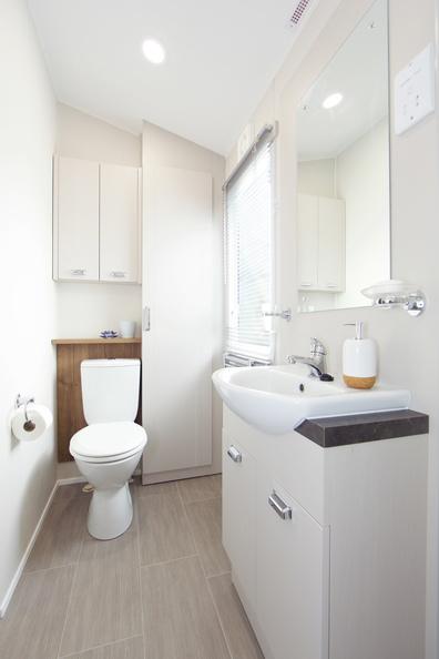 2018-Willerby-Vogue-Lodge-Bathroom-1