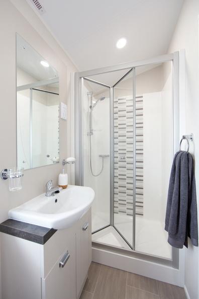 2018-Willerby-Vogue-Lodge-Bathroom-2