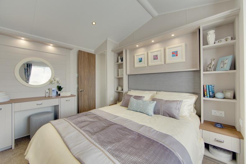 2018-Willerby-Vogue-Lodge-Master-Bedroom-1