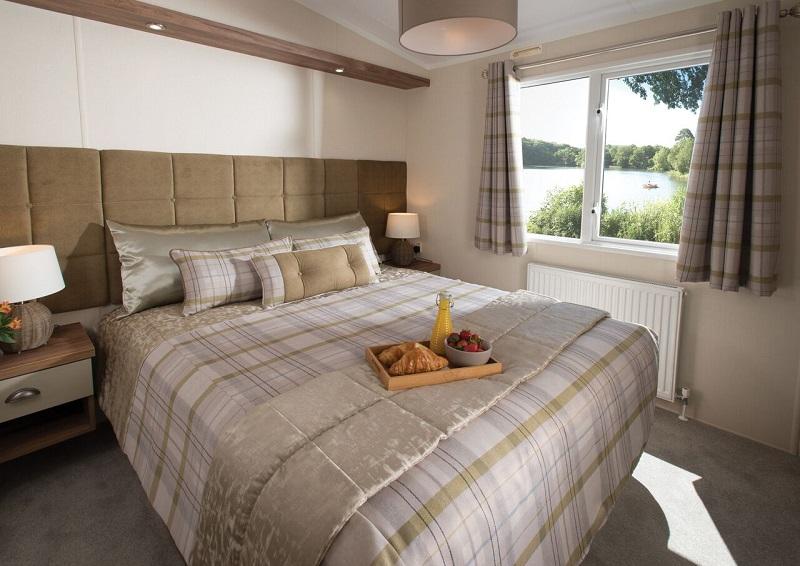 Somerton_main_bedroom-sm