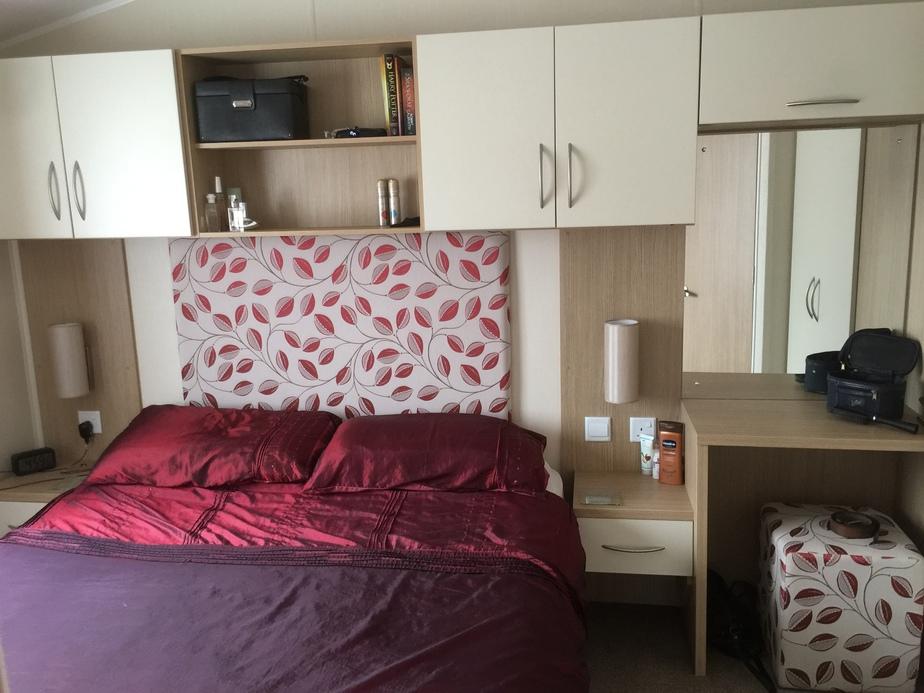 2015-Willerby-Brockenhurst-Master-Bedroom